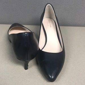 Cole ha an Black leather kitten heels